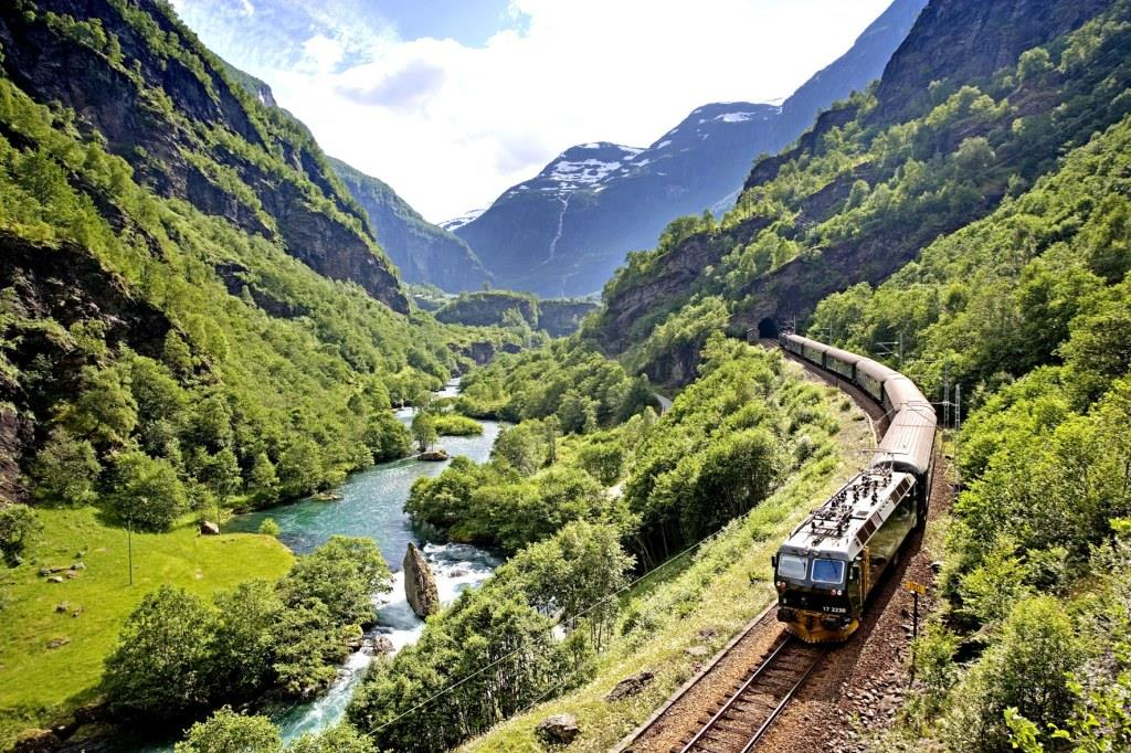 Картинки по запросу поезд до Флома